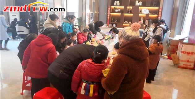 """汝南建业城丨是哪个""""艺术家""""描绘了一片五彩斑斓?亲子彩陶DIY活动浓情上演!"""
